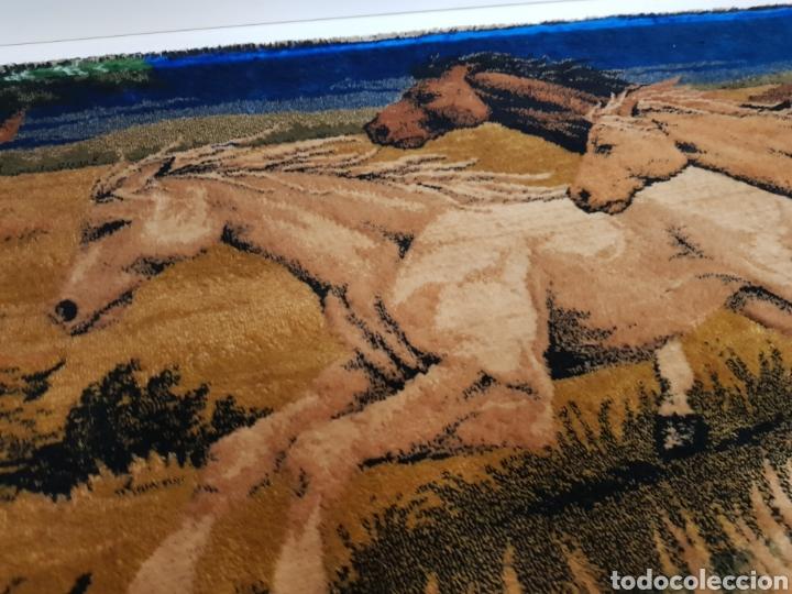 Antigüedades: ANTIGUO TAPIZ DE CABALLOS / MEDIDAS 100 x 50 cm - Foto 4 - 166323789