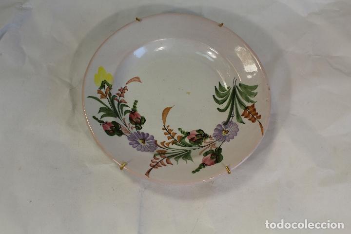 PLATO EN CERAMICA LARIO (Antigüedades - Porcelanas y Cerámicas - Lario)