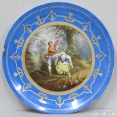 Antigüedades: GRAN PLATO DE PORCELANA. CON ESCENA GALANTE. PINTADO A MANO. SIGLO XIX. Lote 166357302