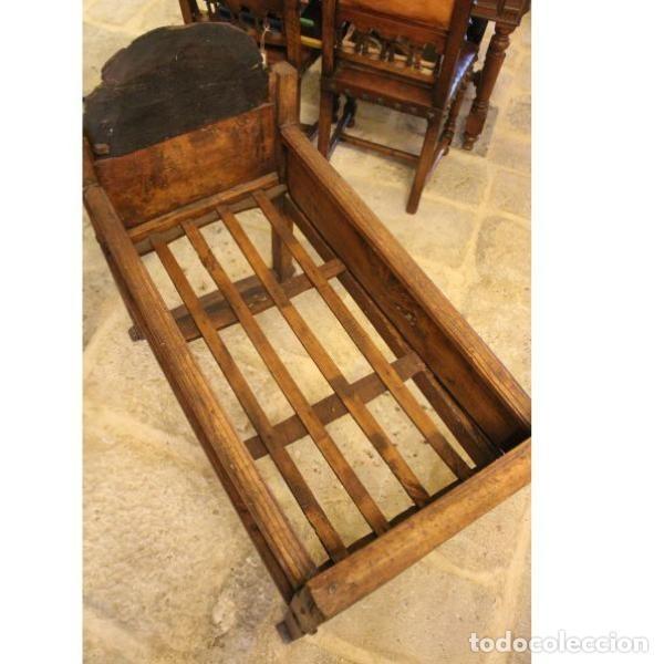 Antigüedades: Antigua cuna de madera de chopo pais - Foto 3 - 166405994