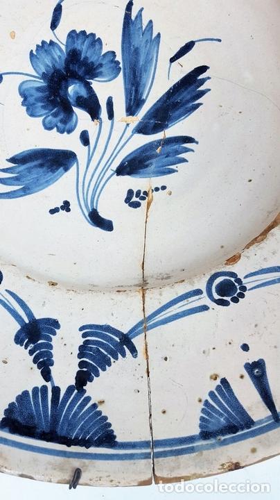 Antigüedades: GRAN PLATO. CERÁMICA CATALANA. ESMALTADA. PINTADA A MANO. SIGLO XVII. - Foto 4 - 166407286