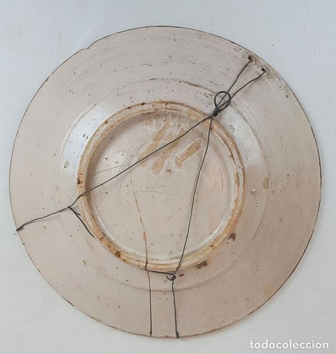Antigüedades: GRAN PLATO. CERÁMICA CATALANA. ESMALTADA. PINTADA A MANO. SIGLO XVII. - Foto 5 - 166407286
