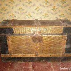 Antigüedades: ANTIGUO BAUL DE MADERA Y METAL SIGLO XVIII. Lote 166408622