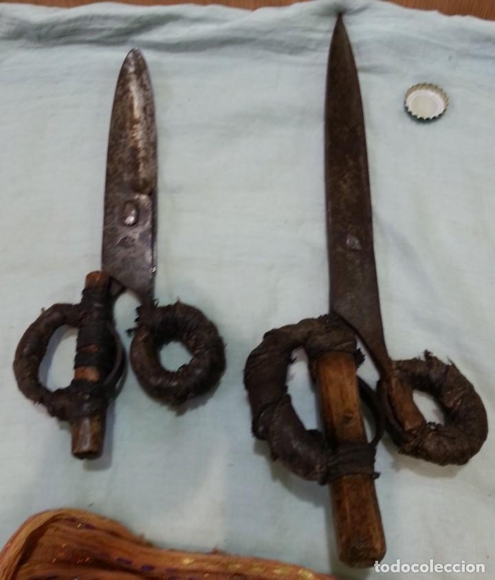Antigüedades: Tijeras esquiladoras de ovejas. Pareja. Impresionantes herramientas antiguas. - Foto 2 - 166411058