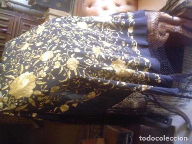 Antigüedades: precioso Manton antiguo de Manila en seda natural bordado España. Medida 207 por 207 cm - Foto 10 - 166455849