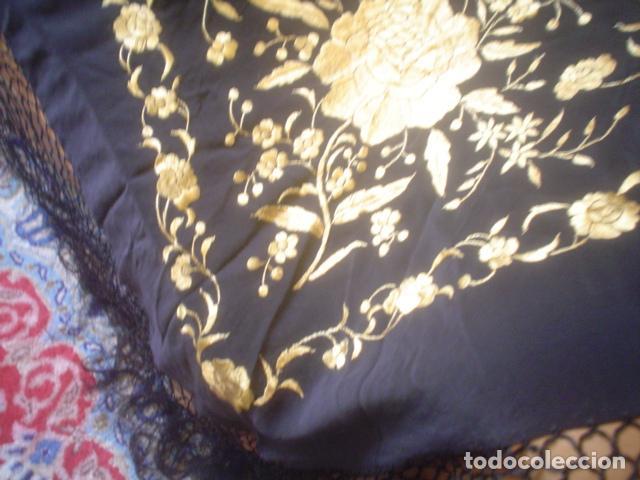 Antigüedades: precioso Manton antiguo de Manila en seda natural bordado España. Medida 207 por 207 cm - Foto 15 - 166455849