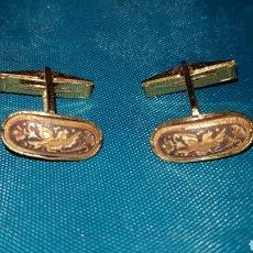 Antigüedades: ANTIGUA PAREJA DE GEMELOS DAMASQUINADOS TOLEDO. Lote 166458921