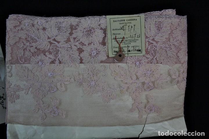 Antigüedades: 59A Encaje antiguo sin estrenar, Pps s XX 8 metros rosa empolvado - Foto 3 - 166497362