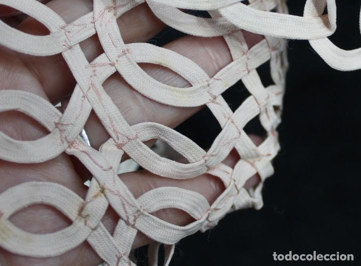 Antigüedades: 112A Precioso cuello de seda con etiqueta de origen, realizado a mano, s XIX - Foto 4 - 166498434