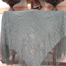Antigüedades: MANTÓN ISABELINO BORDADO MANO SIGLO XIX. Lote 166500781