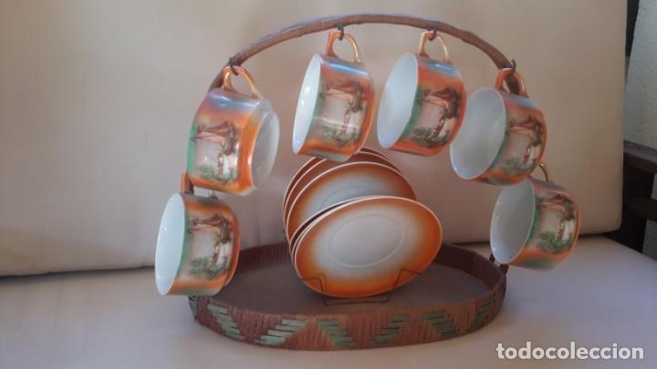 Antigüedades: Juego de tazas y platos con expositor de mimbre - Foto 4 - 166521614