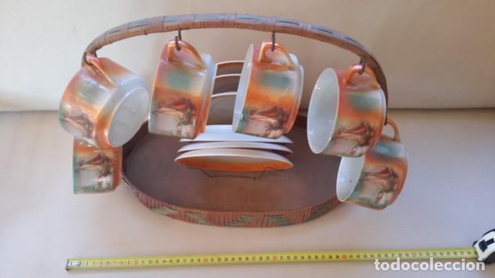 Antigüedades: Juego de tazas y platos con expositor de mimbre - Foto 10 - 166521614