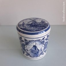 Antigüedades: BOTE DE PORCELANA ESMALTADO - DELFT BLAUW - HANDPAINTED - MADE IN HOLLAND . Lote 166548098