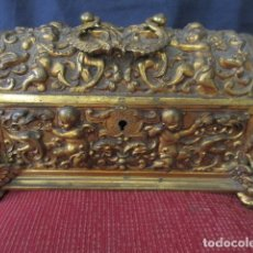 Antigüedades: PRECIOSO COFRE DE BRONCE. RELIEVES DE ÁNGELES. PESO 3 KILOS. AÑOS 50.. Lote 166553658