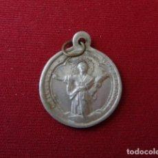 Antigüedades: BARCELONA. PARROQUIA DEL PINO. ANTIGUA MEDALLITA ALUMINIO. 0,90 GRMS. Lote 166555478