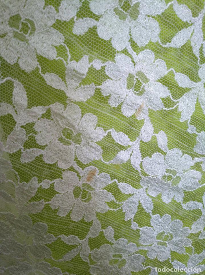 Antigüedades: Mantila blanca motivos florales - Foto 7 - 203904601