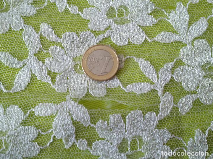 Antigüedades: Mantila blanca motivos florales - Foto 9 - 203904601