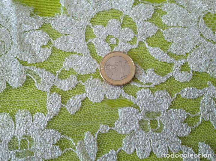 Antigüedades: Mantila blanca motivos florales - Foto 10 - 203904601