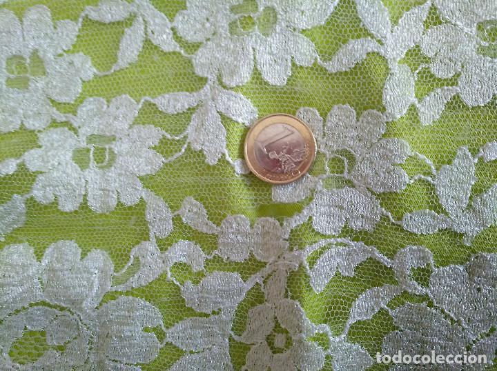 Antigüedades: Mantila blanca motivos florales - Foto 12 - 203904601