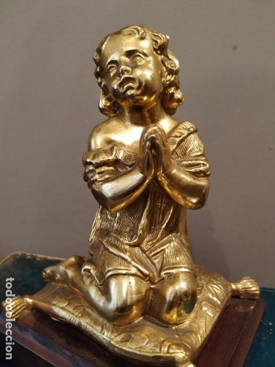 Antigüedades: NIÑA ORANDO REZANDO METAL DORADO Y BASE MADERA - Foto 2 - 166665642