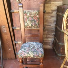 Antigüedades: SILLA ANTIGUA DE MADERA MACIZA Y ESTAMPADA. Lote 166681942
