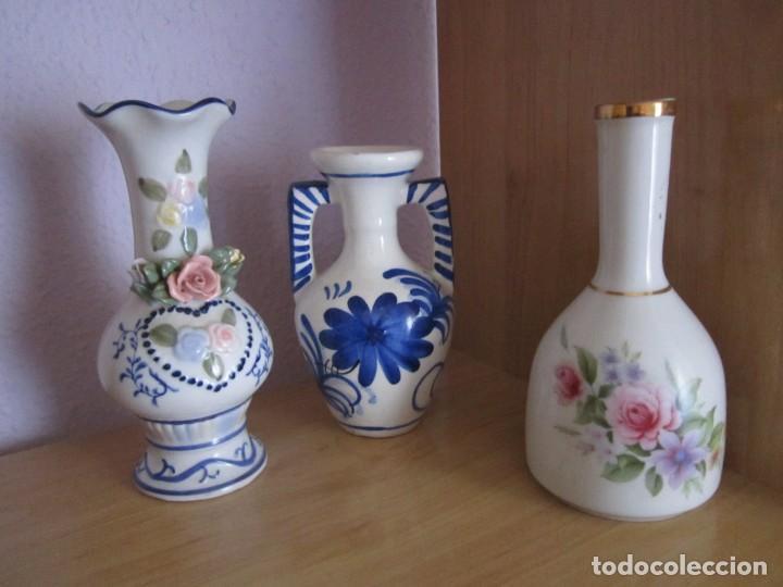 3 JARRONES PEQUEÑOS DE PORCELANA (Antigüedades - Porcelanas y Cerámicas - Manises)