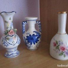 Antigüedades: 3 JARRONES PEQUEÑOS DE PORCELANA. Lote 166684470