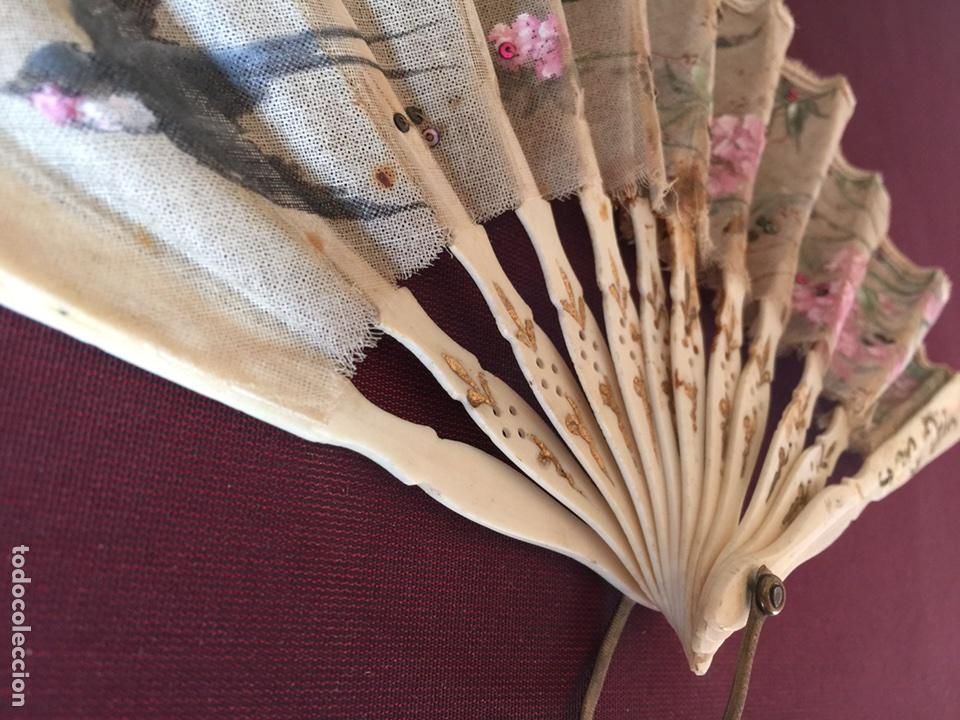 Antigüedades: Abanico antiguo varillaje marfil o similar - Foto 2 - 166698232