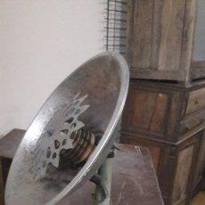 Antigüedades: CALENTADOR ELÉCTRICO VINTAGE ANTIGÜEDADES COLISEVM. Lote 166747372