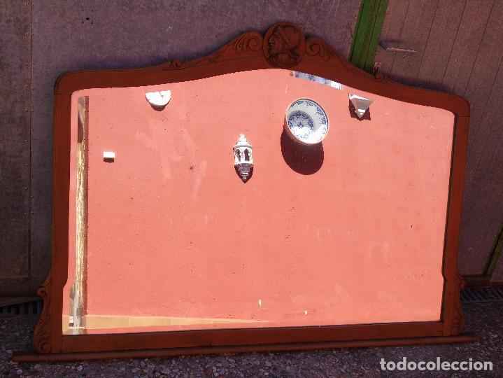 ANTIGUO GRAN ESPEJO. MADERA DE HAYA. BISELADO. RESTAURADO (Antigüedades - Muebles Antiguos - Espejos Antiguos)