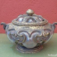 Antigüedades: BOMBONERA, TARRO DE HIERRO DORADO Y CRISTAL. REPRODUCCIÓN.. Lote 166750550