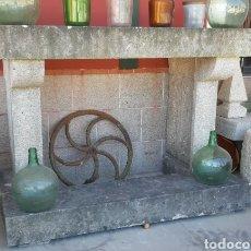 Antigüedades: GRAN CHIMENEA EN PIEDRA DE GRANITO. Lote 166763514