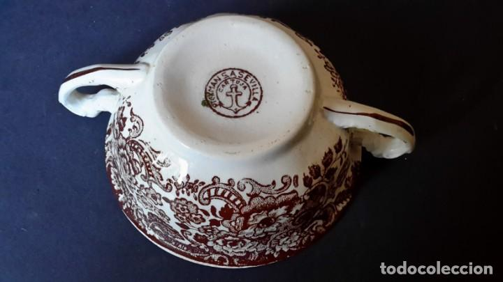 Antigüedades: Antiguo Juego de tazas y platos de consomé de porcelana la cartuja de Sevilla Pickman - Foto 5 - 166770006