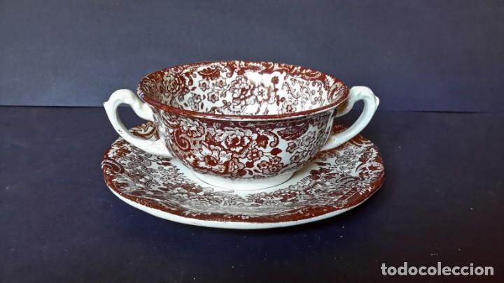 Antigüedades: Antiguo Juego de tazas y platos de consomé de porcelana la cartuja de Sevilla Pickman - Foto 3 - 166770006