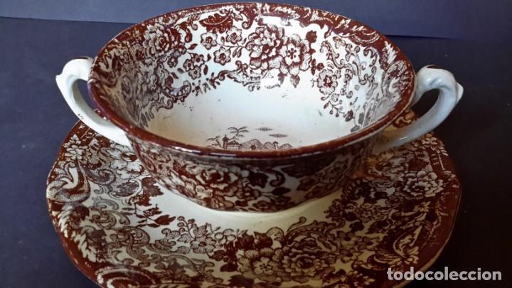 Antigüedades: Antiguo Juego de tazas y platos de consomé de porcelana la cartuja de Sevilla Pickman - Foto 10 - 166770006