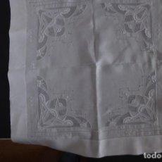 Antigüedades: ANTIGUO MANTEL GRAN BORDADO MODERNISTA. Lote 166810474