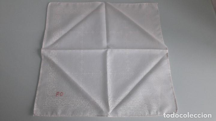 Antigüedades: ANTIGUO PAÑUELO DE BOLSILLO - Color blanco - De tela simple - Con las letras PD. - Foto 2 - 166841810