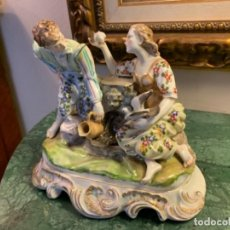 Antigüedades: PAREJA ROMÁNTICA DE PORCELANA. Lote 166924552