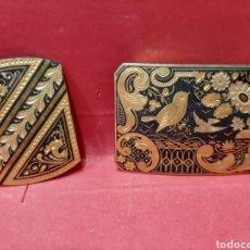 Antigüedades: DAMASQUINADO, PRECIOSA HEBILLA Y ALFILER.. Lote 166926993