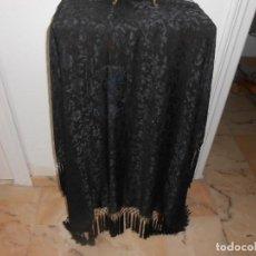 Antigüedades: PRECIOSO MANTON NEGRO CON FLECOS. Lote 166946732