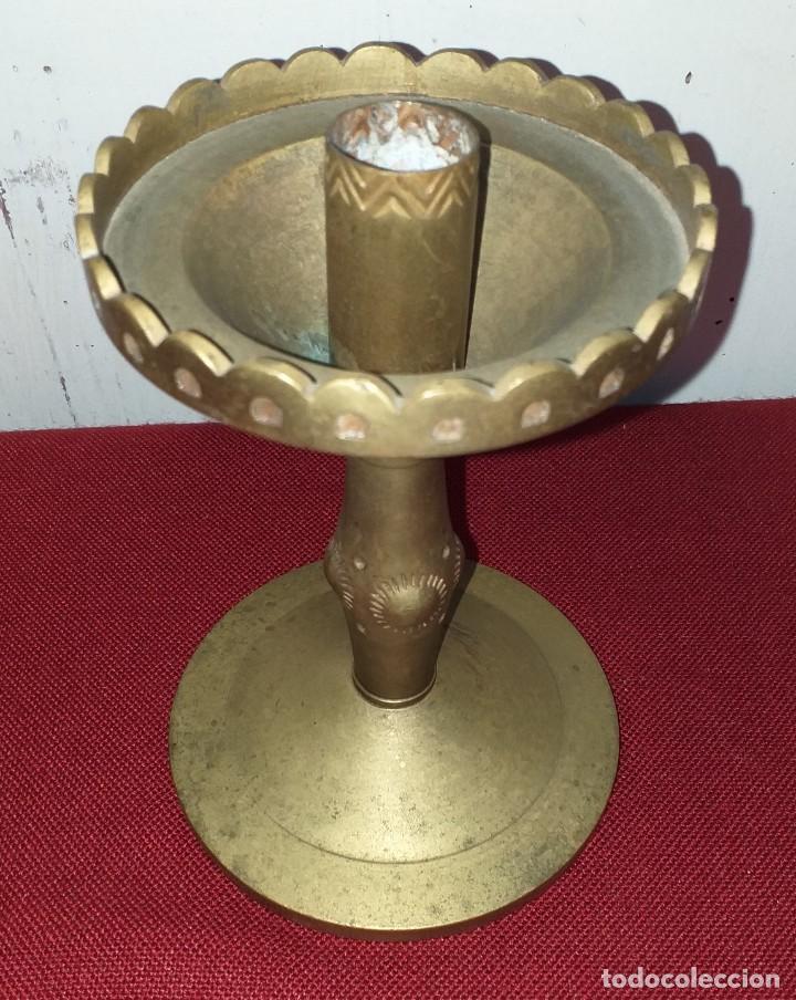 Antigüedades: CANDELABRO DE ALTAR DE BRONCE SIGLO XIX - Foto 2 - 167025052