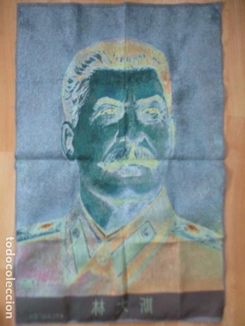 Antigüedades: Precioso tapiz de STALIN. Las letras en Chino / 89 x 59 cm. En perfecto estado. - Foto 11 - 167055000