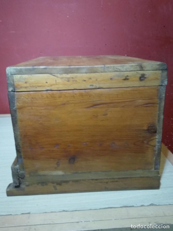 Antigüedades: ARCA BAUL DE MADERA CON CERRADURA Y LLAVE SIGLO XIX - Foto 4 - 167090188