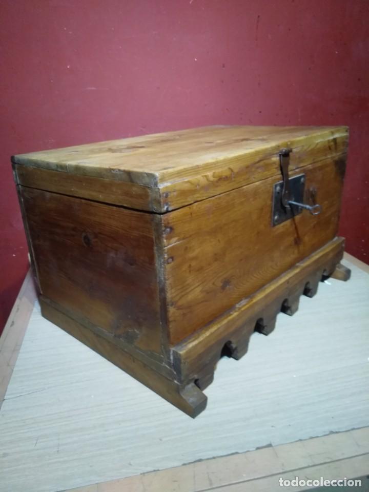 Antigüedades: ARCA BAUL DE MADERA CON CERRADURA Y LLAVE SIGLO XIX - Foto 11 - 167090188
