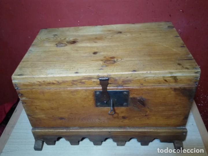 Antigüedades: ARCA BAUL DE MADERA CON CERRADURA Y LLAVE SIGLO XIX - Foto 12 - 167090188