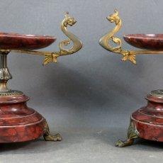 Antigüedades: PAREJA DE COPAS CENTROS DE MESA NAPOLEÓN III EN MÁRMOL Y BRONCE DORADO FRANCIA SIGLO XIX. Lote 167097664