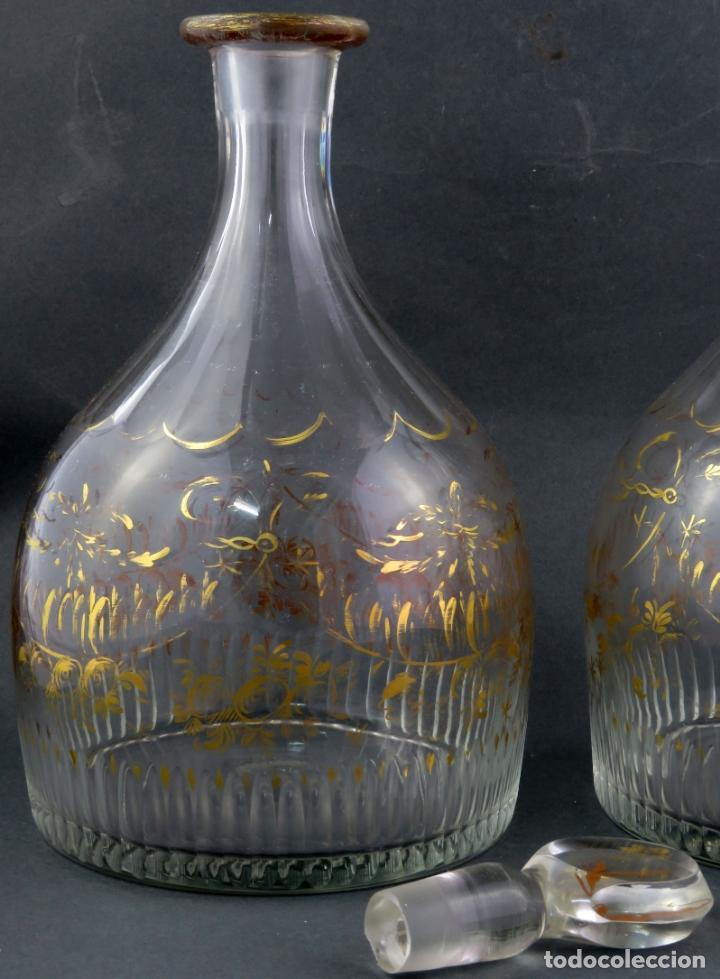 Antigüedades: Pareja de licoreras en cristal soplado tallado y dorado de La Granja siglo XIX - Foto 3 - 167104700