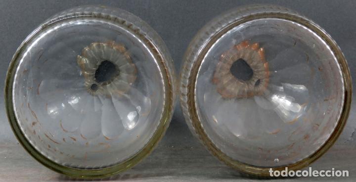 Antigüedades: Pareja de licoreras en cristal soplado tallado y dorado de La Granja siglo XIX - Foto 8 - 167104700