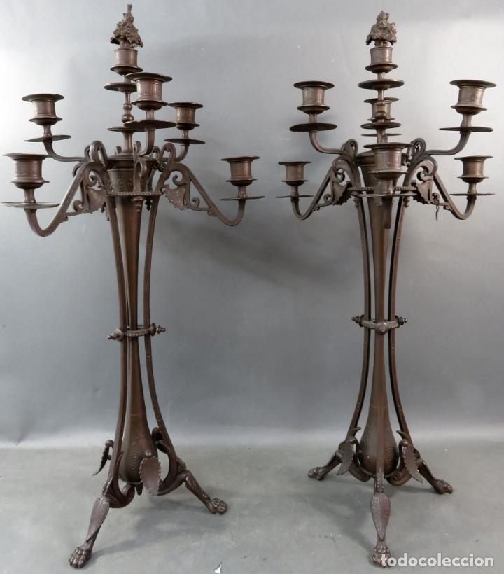 Antigüedades: Pareja de candelabros alfonsinos en calamina pavonada de cinco brazos hacia 1900 - Foto 2 - 167123880