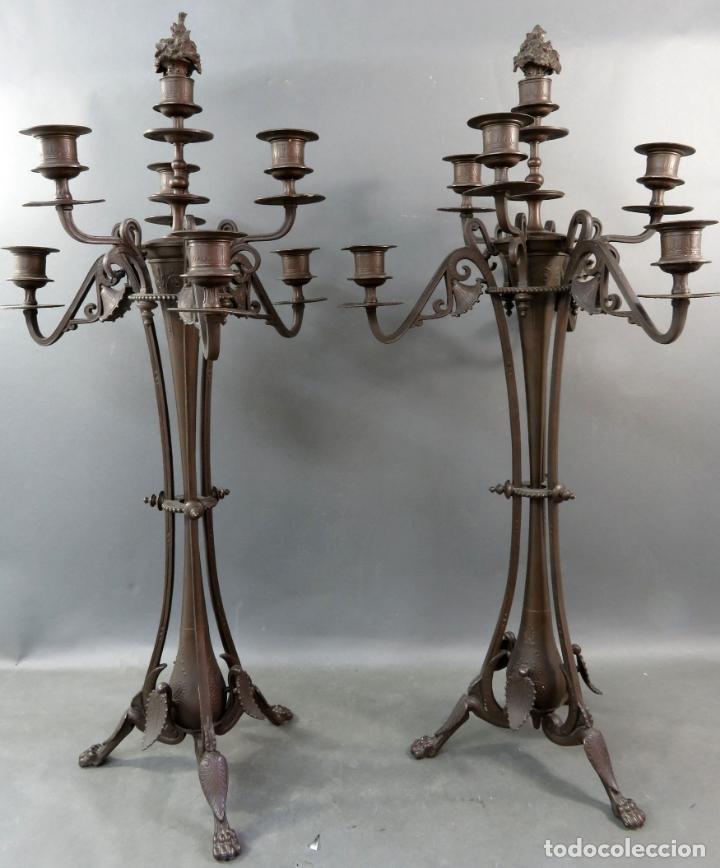 Antigüedades: Pareja de candelabros alfonsinos en calamina pavonada de cinco brazos hacia 1900 - Foto 3 - 167123880